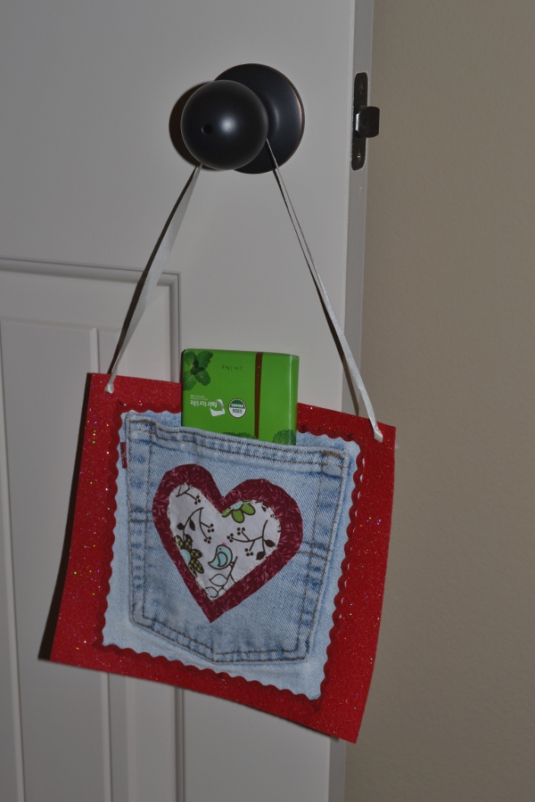 Make a Valentine Holder from a Jeans Pocket