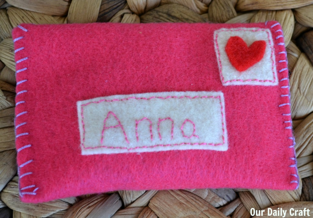 make a felt envelope