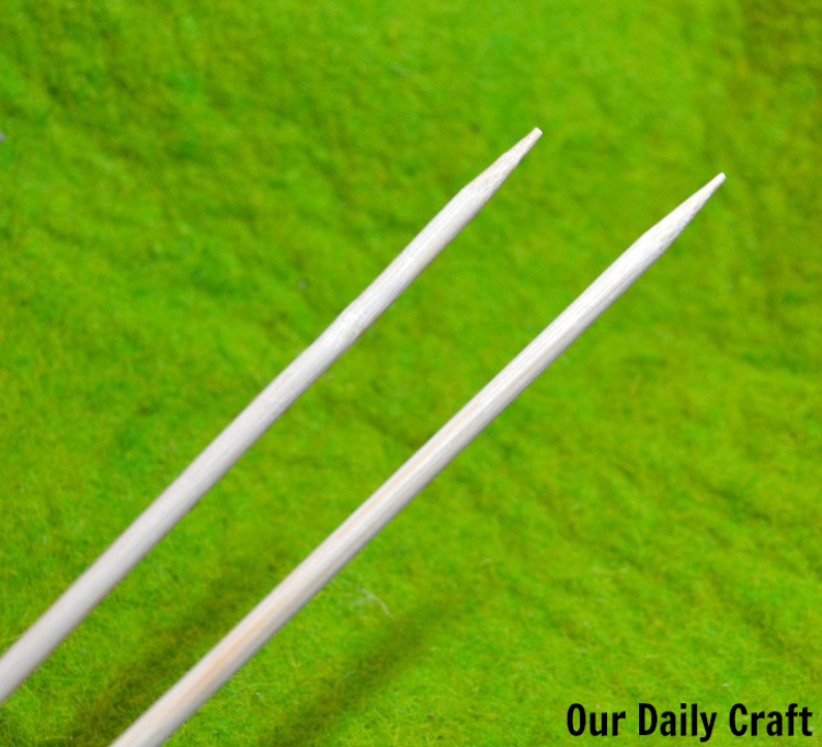 Make easy, DIY knitting needles out of bamboo skewers.