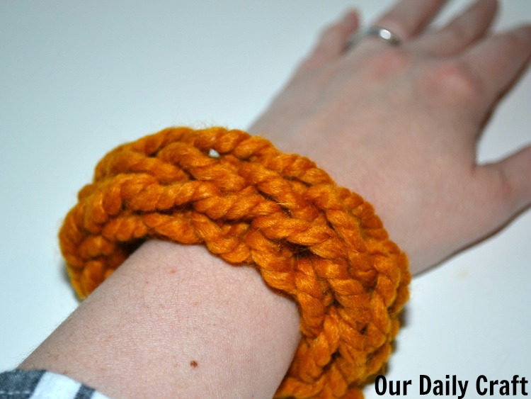 finger knit cuff