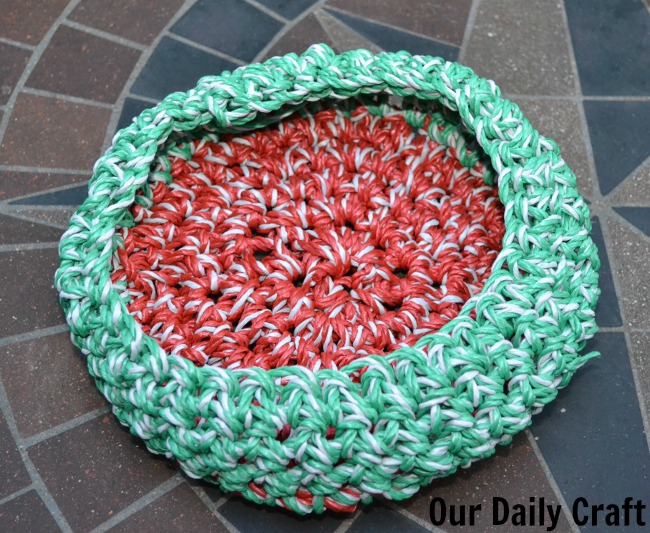Crocheted Basket from Dollar Store Clothesline {Iron Craft Challenge}