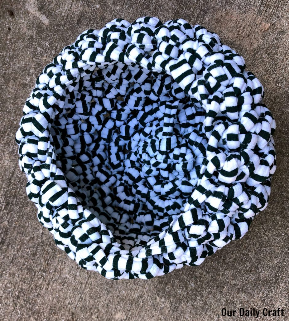 crocheted basket with t-shirt yarn